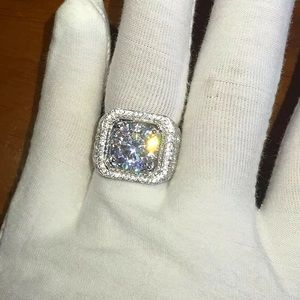 New 18K white gold men's ring w zircon stone